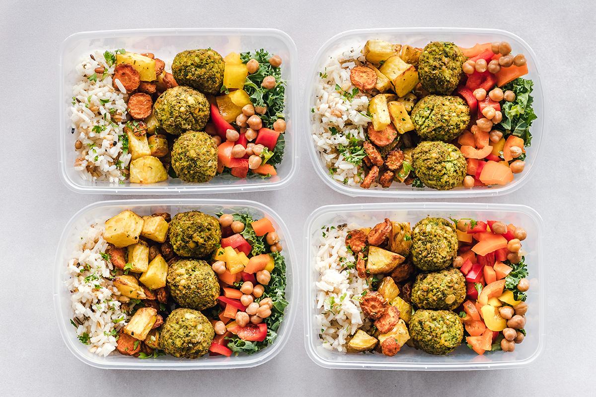 squarerooms ella olsson plastic food containers kitchen storage veggie meatballs meal prep