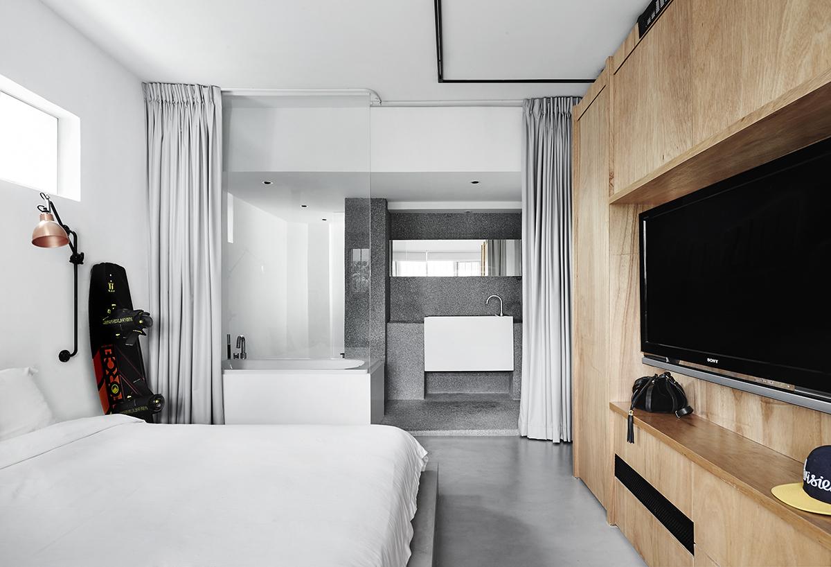 squarerooms open concept bathroom bedroom combo UPSTAIRS_