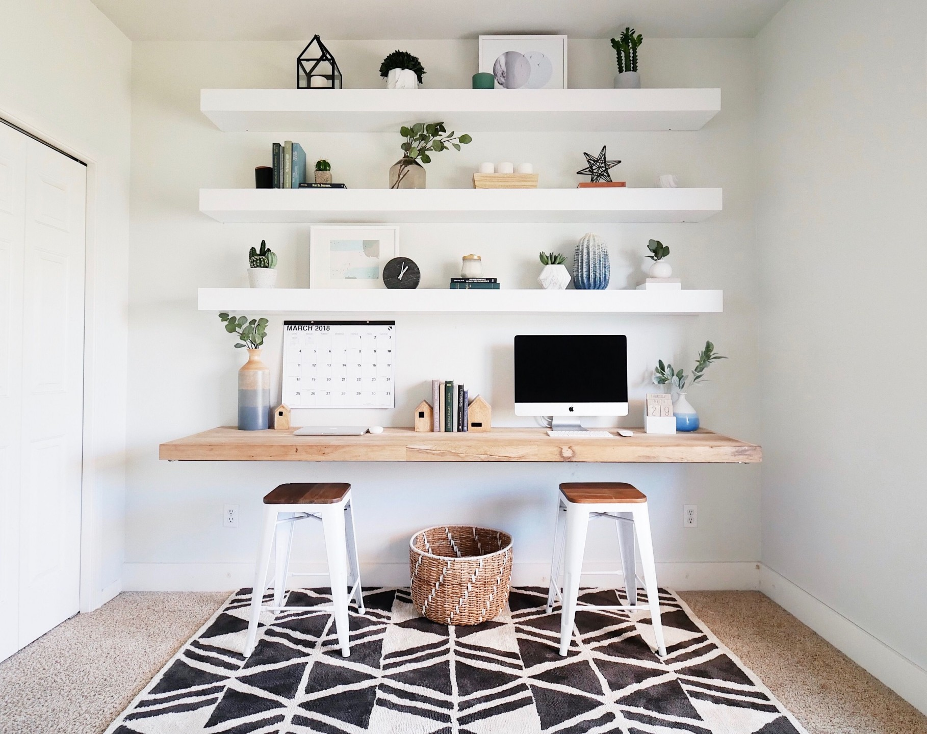 squarerooms-floating-desk-and-shelves-minimalist-white-room