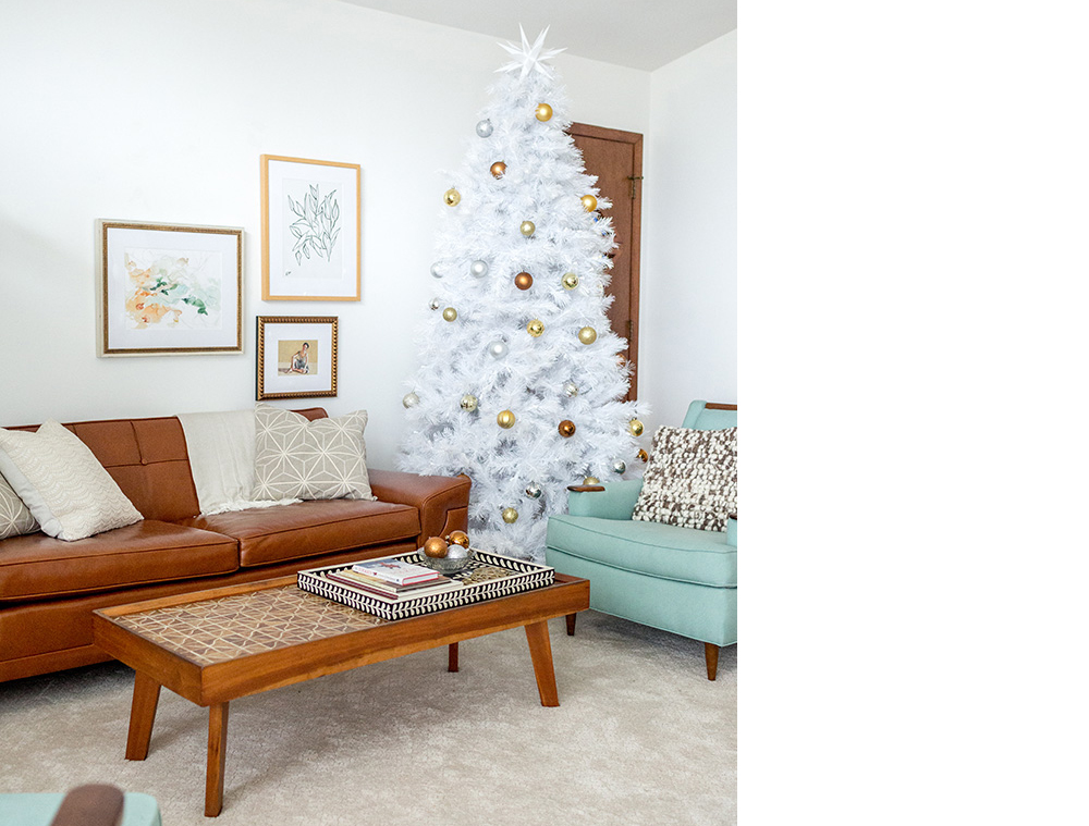 squarerooms dream green diy christmas mid century modern living room tree festive decor