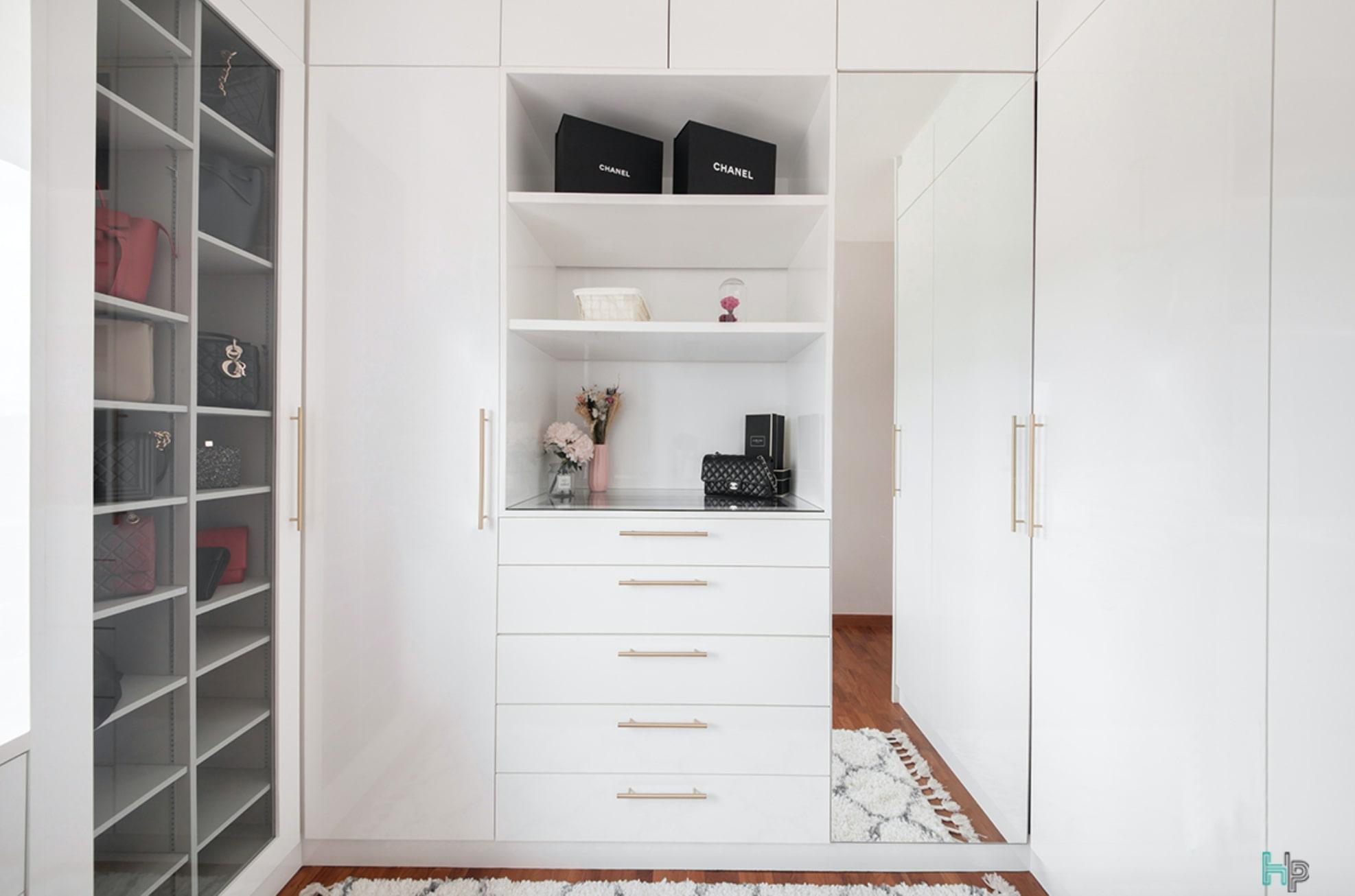 squarerooms-anchorvale-condo-walk-in-closet