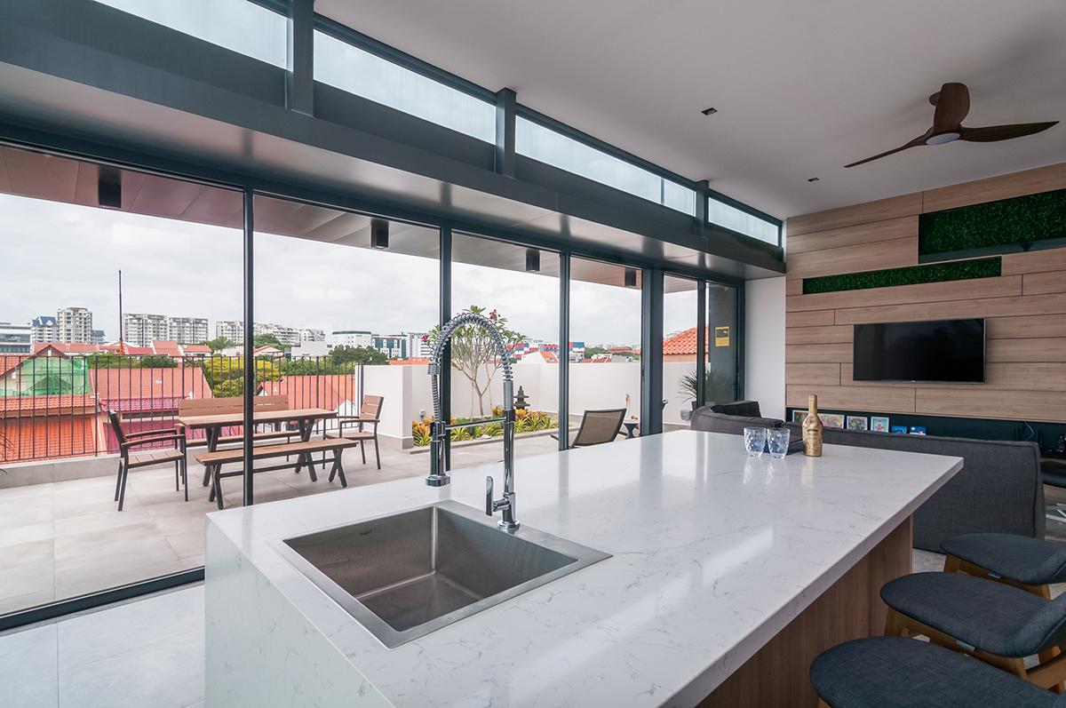 squarerooms bellus Quartz Surface kitchen white countertop window blinds