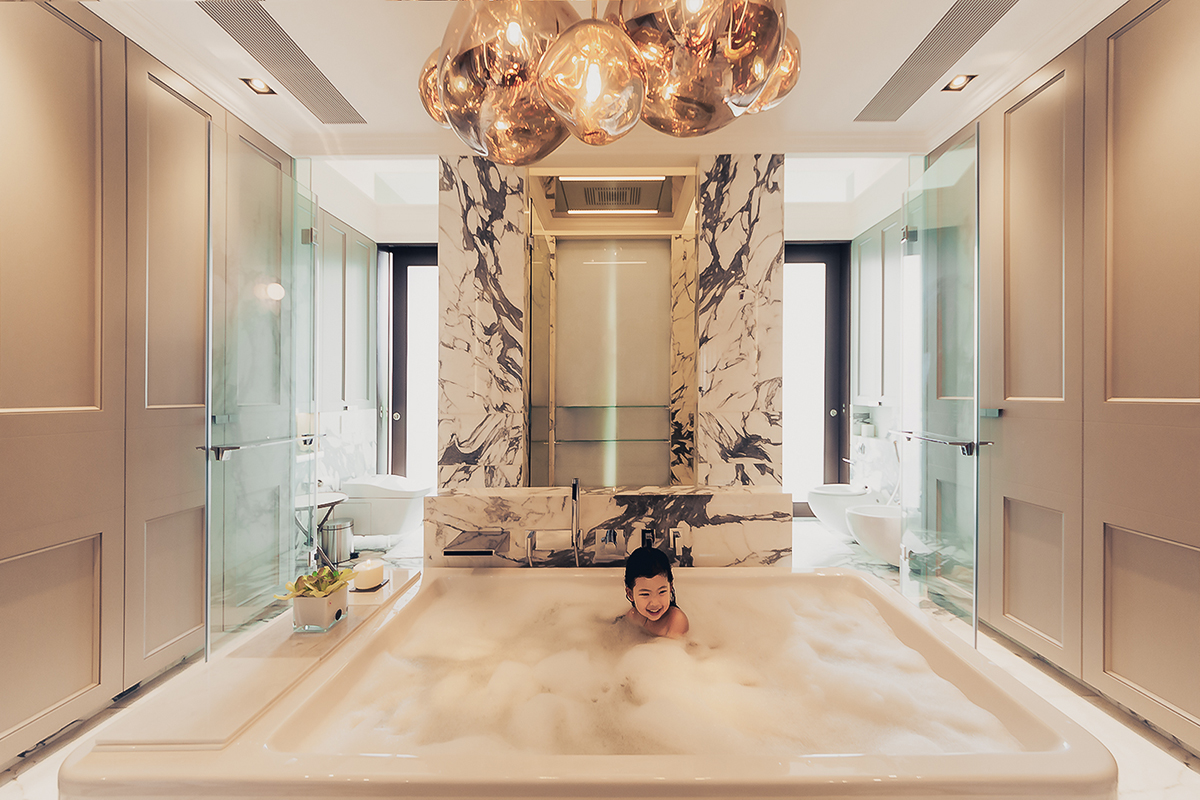 squarerooms ohmyhome home renovation bathroom opulent luxury gold silver marble bathtub baby bubble bath