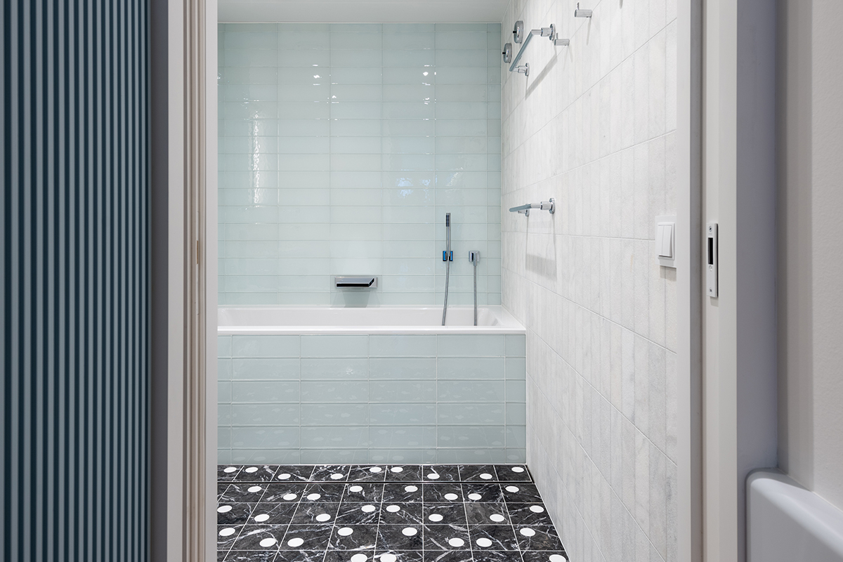 squarerooms mkca michael k chen architecture interior design home renovation house boat residential yacht blue light pale baby contemporary guest bathroom marble white black tiles