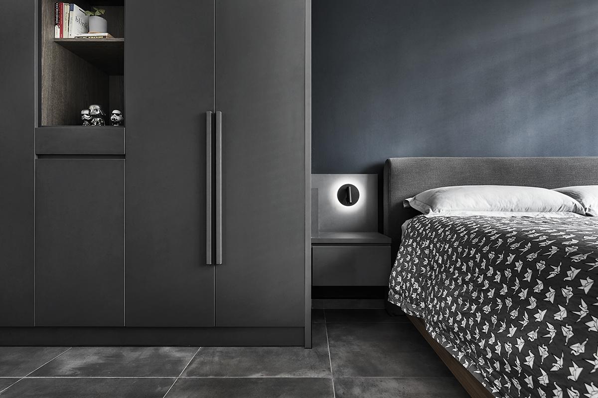 squarerooms blend by imc interior home design renovation makeover 4 room bto hdb flat minimalist dark grey bedroom master suite black blue