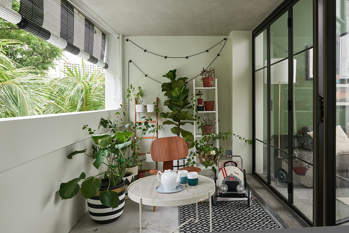 squarerooms eightytwo interior design home renovation apartment makeover singapore contemporary style look moh guan balcony green garden plants dining nook cafe corner table chairs chill