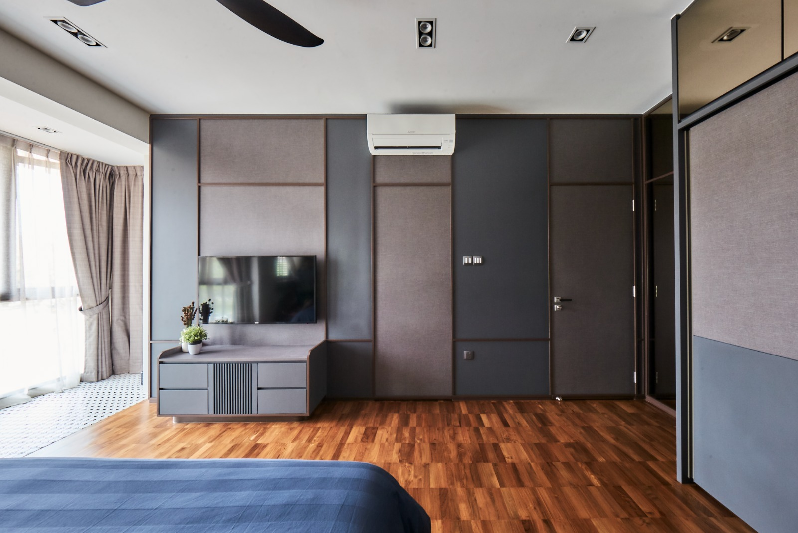squarerooms richfield integrated home landed house renovation makeover modern contemporary neutral monochromatic design hardwood floors bedroom wardrobe feature wall