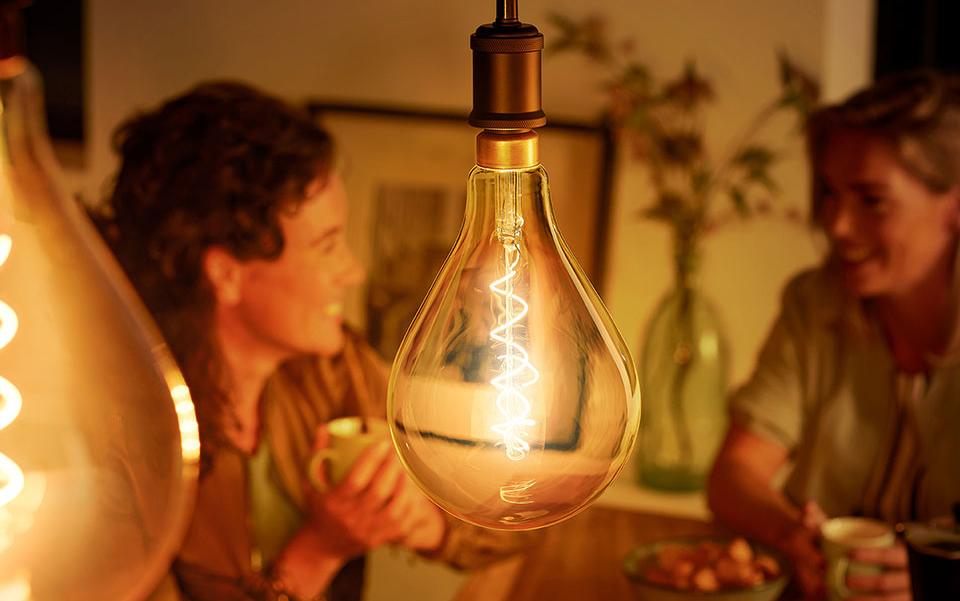 squarerooms philips led light bulb family couple laughing warm light glow orange cosy