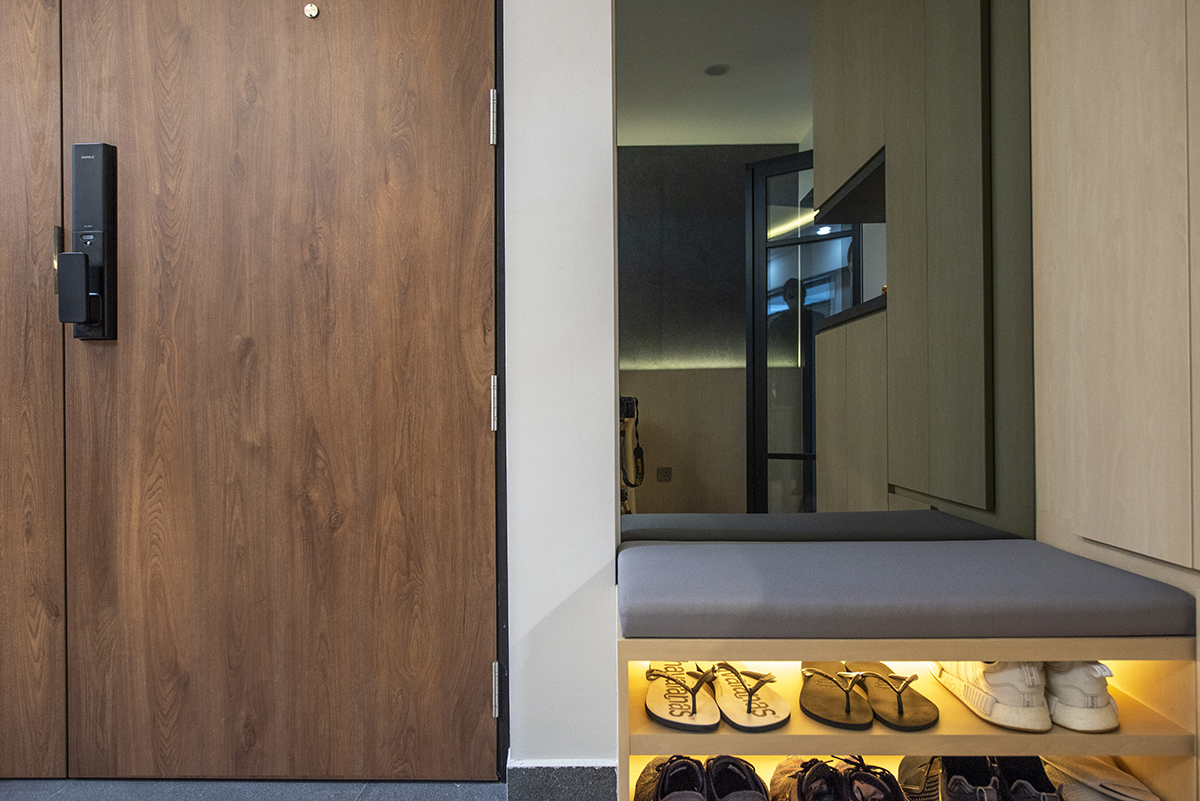 squarerooms darwin interior resale 4 room hdb flat renovation makeover interior design japanese japan inspired style japandi entryway entrance settee shoe cupboard cabinet shelf door