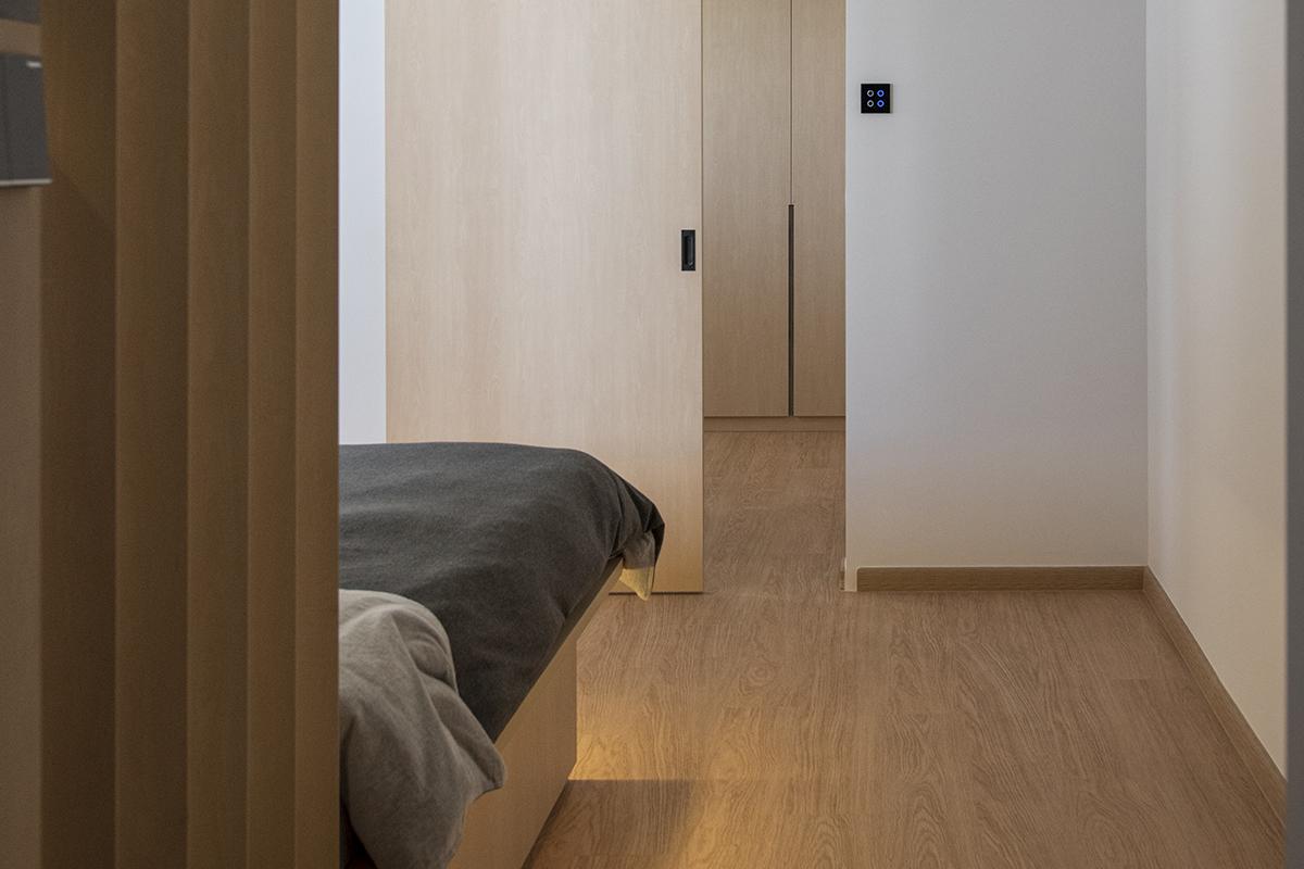 squarerooms darwin interior resale 4 room hdb flat renovation makeover interior design japanese japan inspired style japandi main bedroom master suite closet wardrobe platform bed