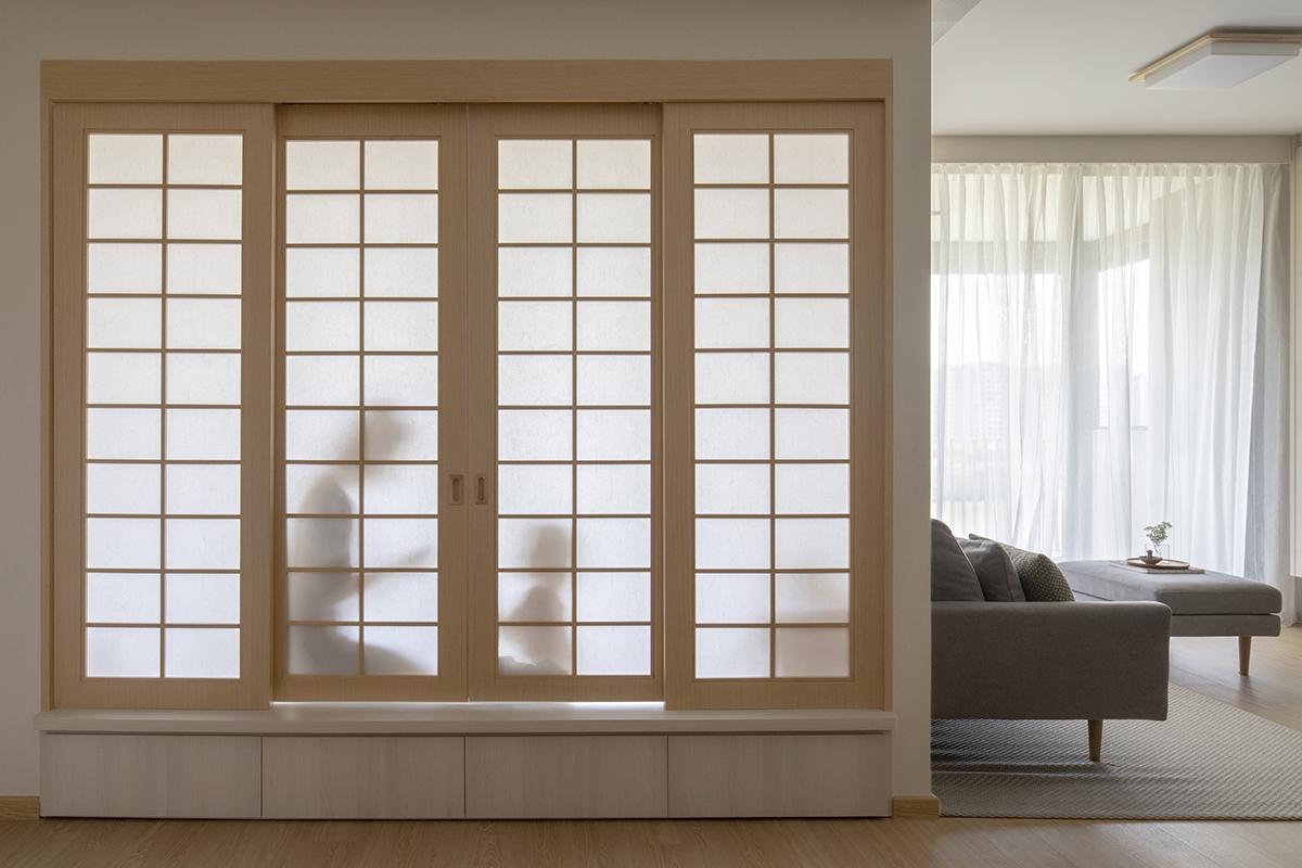 squarerooms sync interior japandi japanese home design shoji paper wood doors sliding living room silhouette shadow