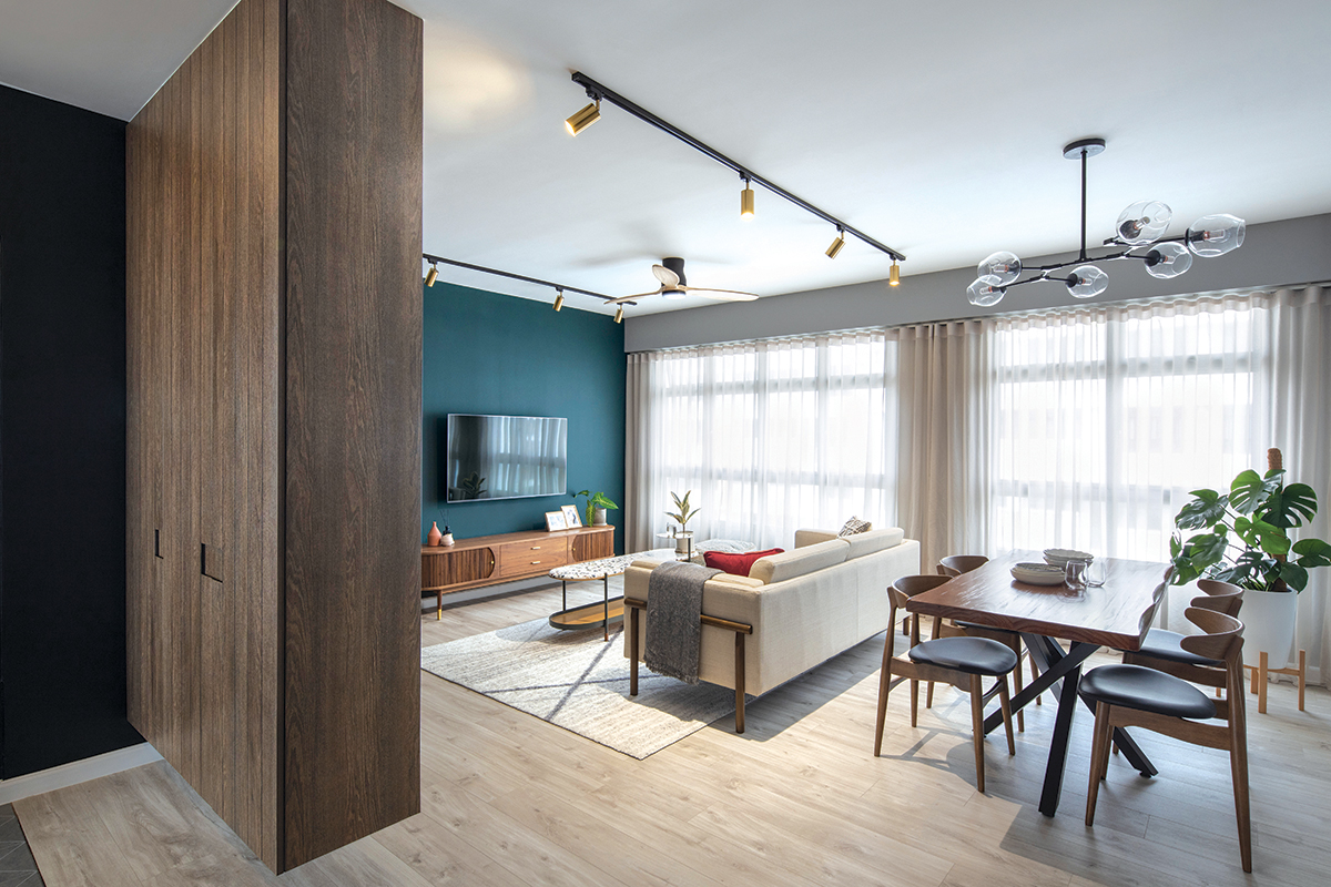 Overall view: The pairing of wood textures with the dark colour palette makes the communal areas appear brighter and breezier.