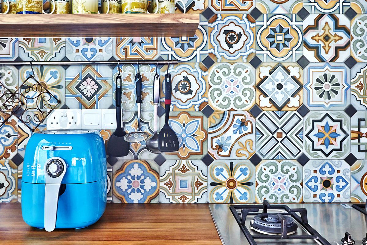 squarerooms maximalism maximalist home design look inspo inspiration interior ideas style decor fuse concept backsplash kitchen wood countertop blue pattern tiles