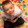 mengenal apa itu autis, gejala, dan penanganannya