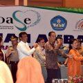 Presiden Jokowi berjoget bersama guru PAUD