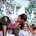 bagaimana Presiden Jokowi menghormati guru