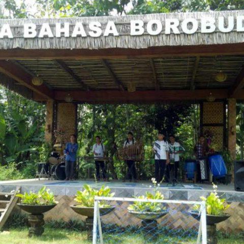 mengenal Desa Bahasa Borobudur untuk belajar bahasa Inggris