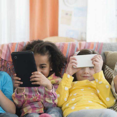 kapan waktu yang tepat untuk memperkenalkan gadget pada anak