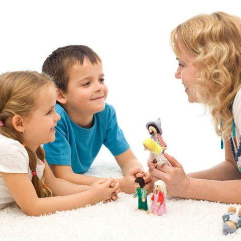 mendongeng sebagai salah satu cara melatih anak memecahkan masalah