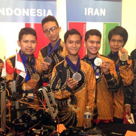 prestasi anak Indonesia yang berhasil menjuarai kompetisi robot dunia