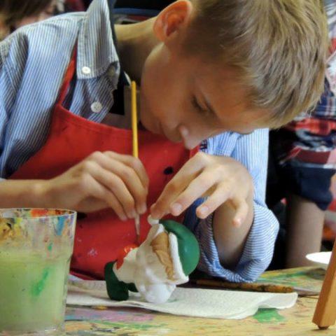ketahui cara memperkenalkan seni pada anak sejak dini