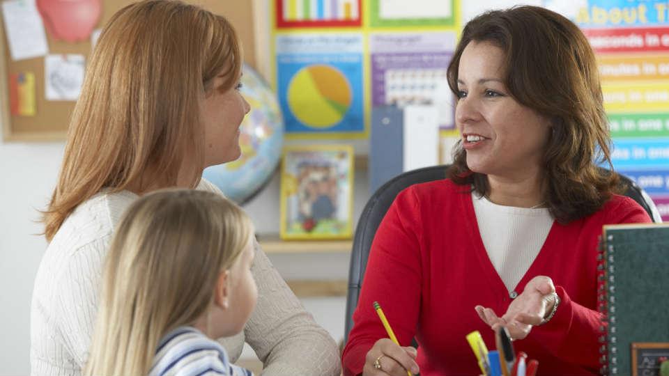 dapatkan tips agar orang tua dapat melakukan komunikasi dengan guru