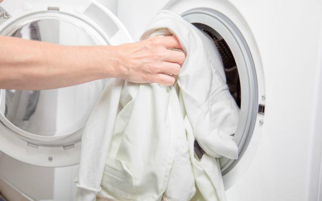 Heramo.com-giặt đồ trắng bị ố vàng hình-0