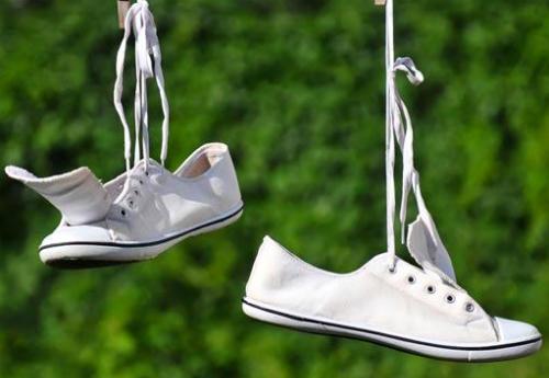 Heramo.com-tẩy ố giày bằng baking soda-hình-4