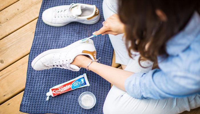 heramo.com- tẩy vết ố vàng trên đế giày cao su- hình 3