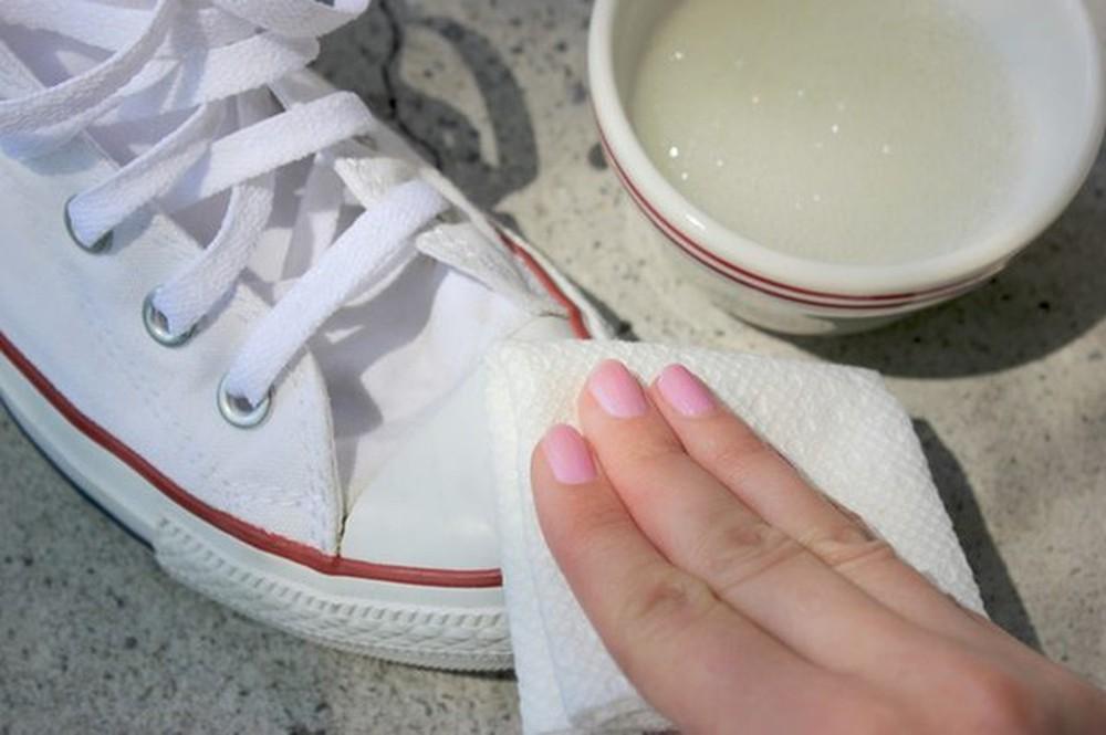 Heramo.com-vệ sinh giày bị lem màu-hình 3