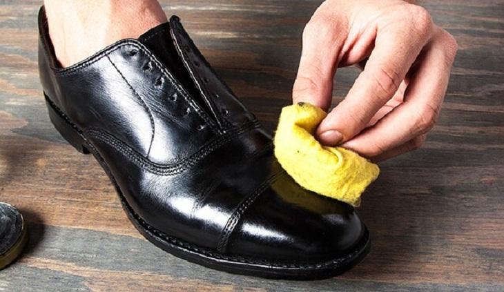 Heramo.com-vệ sinh giày tây-hình-2