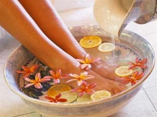 Heramo.com-vệ sinh giày hết mùi hôi-hinh-3