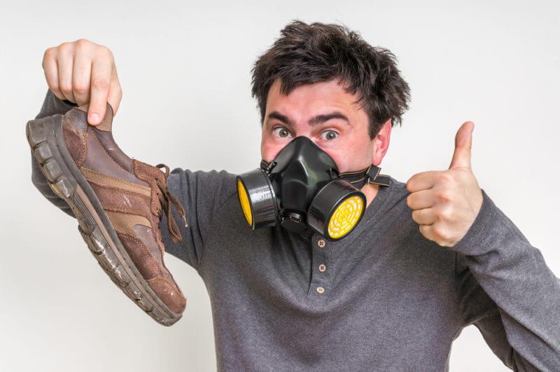 Heramo.com-vệ sinh giày hết mùi hôi-hinh-1