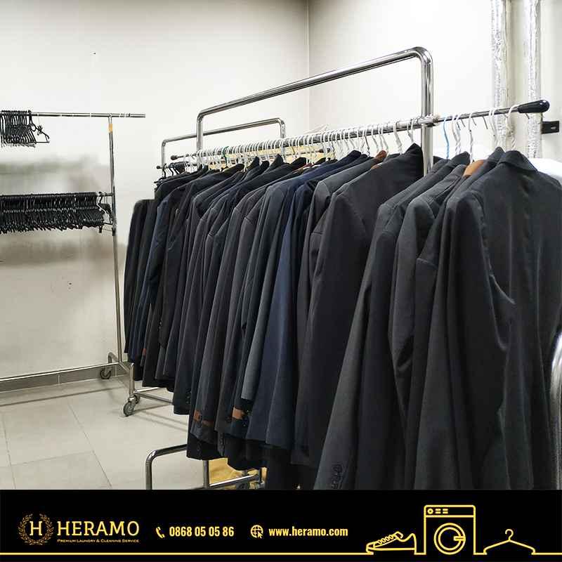 heramo.com-ve-sinh-giay-hinh2