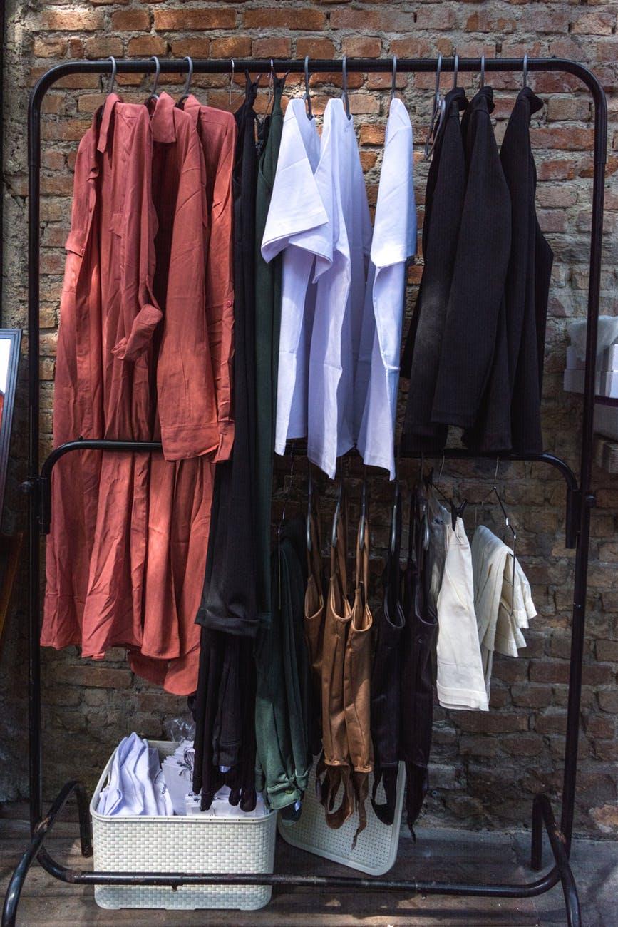 Những loại quần áo nào cần được giặt khô trong tủ đồ của bạn