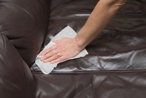 heramo.com- tẩy vết mực trên ghế sofa da- hình 3