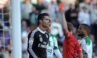 Cristiano Ronaldo throws a punch against Cordoba
