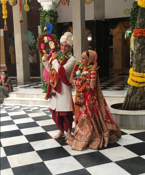 Finally, A Traditional Indian Wedding For Singer Shweta Pandit