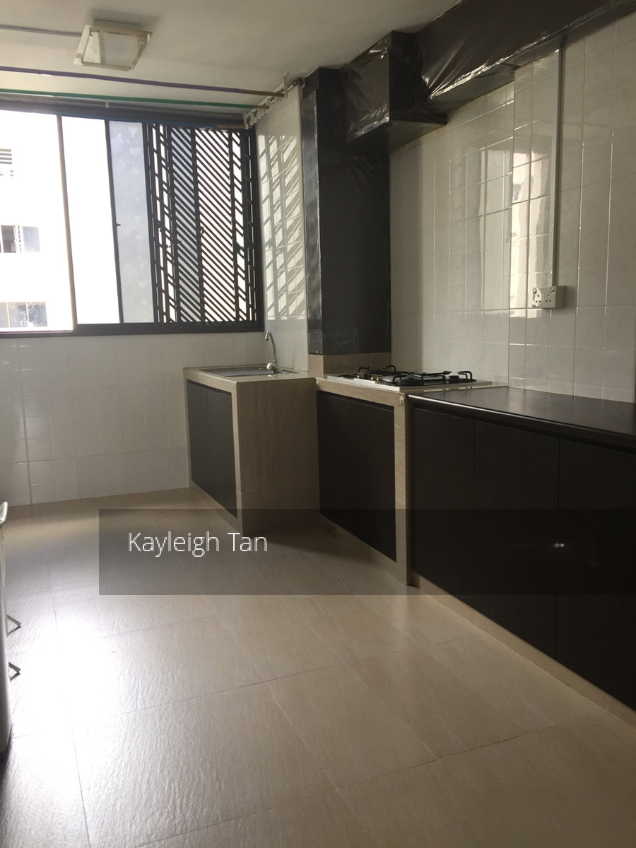 652 Hougang Avenue 8