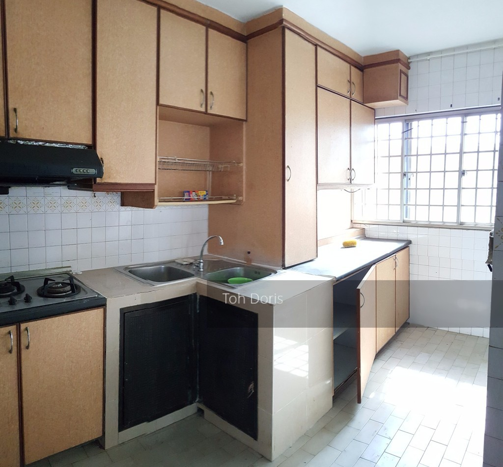 556 Jurong West Street 42
