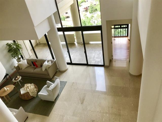 Colonnade Apartment