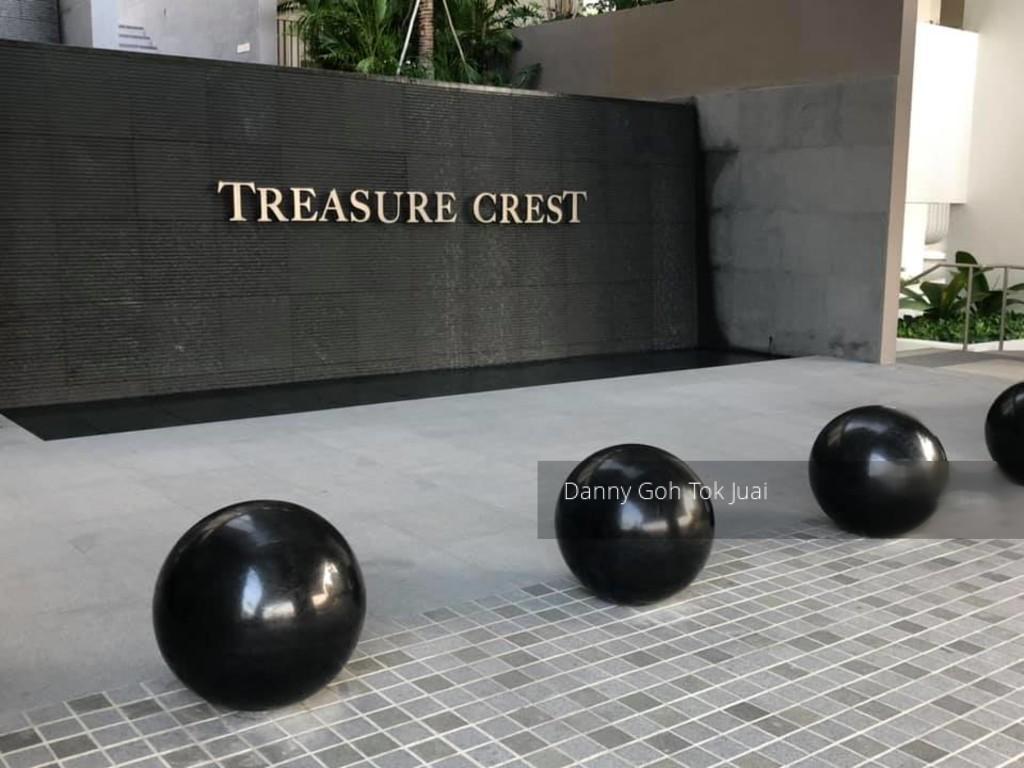 Treasure Crest