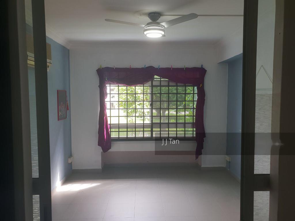 218 Pasir Ris Street 21
