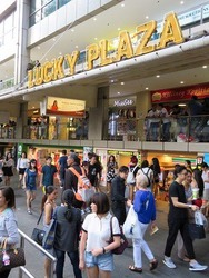 Lucky Plaza (D9), Retail #190895332