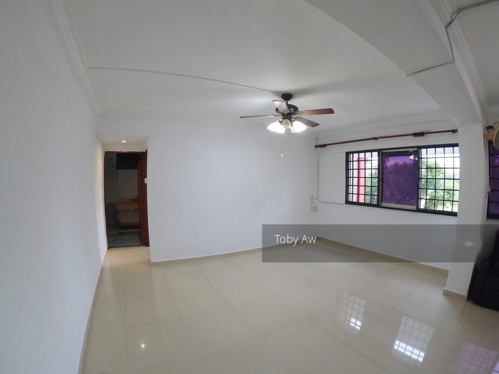 452 Hougang Avenue 10