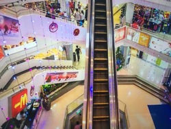 Queensway Shopping Centre photo thumbnail #3