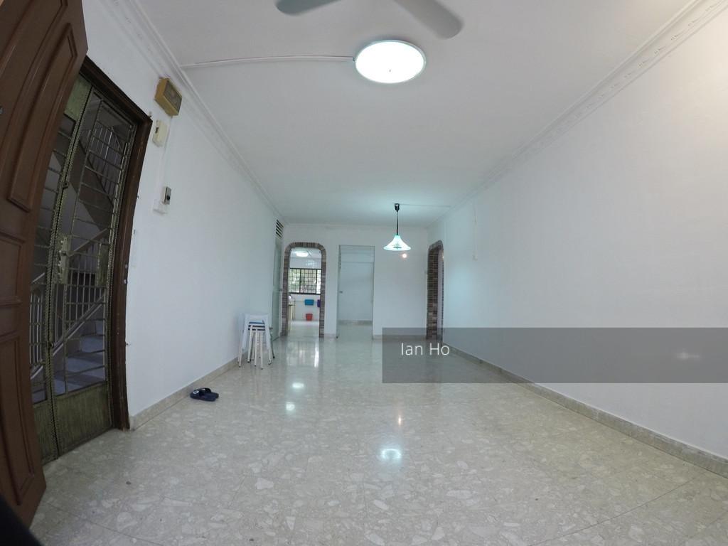 711 Hougang Avenue 2