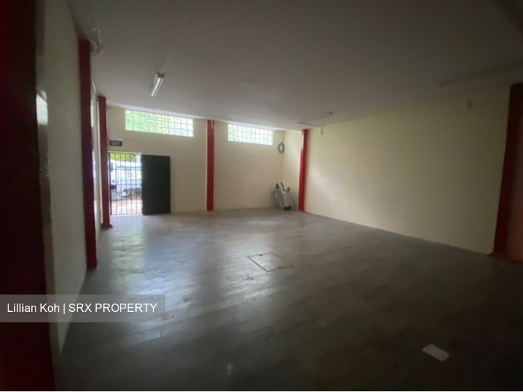 Big retail space with loading and unloading  (D15), Shop House #250140271