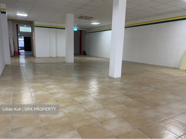 Big retail space with loading and unloading  (D15), Shop House #250140361