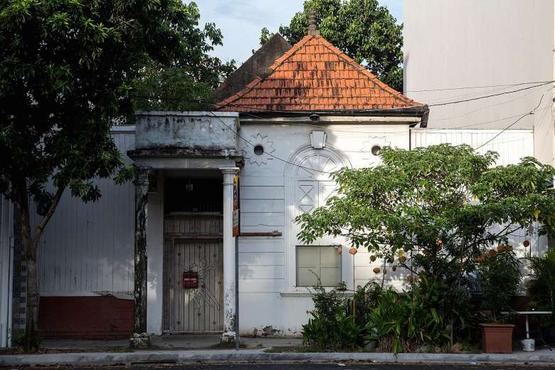 Empty bungalows: Grand old dames worth millions left in the cold